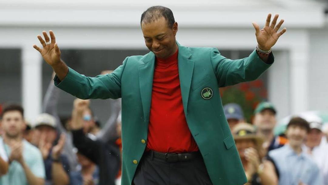 Tiger Woods, 44 anni, con la Green Jacket vinta un anno fa ad Augusta. Afp